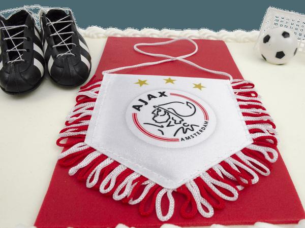 Ajax vaantje op een taart
