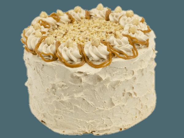 romige hazelnoot layercake met caramel en stukjes hazelnoot